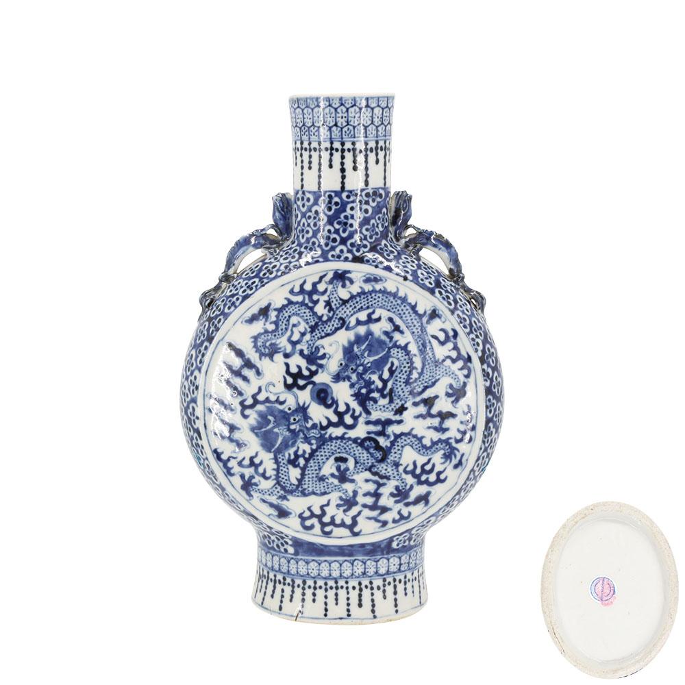 雙龍戲珠螭龍耳青花扁瓶